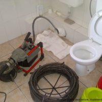 Чищення каналізації в квартирі, в приватному будинку